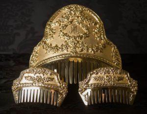 Peineta de Fallera reborde cuchara repujada - Ref. 95 Personalizada emblema Virgen María