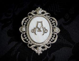 Colgante siglo XVIII broche ref. 3008 inicial A rodio
