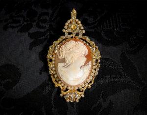 Colgante siglo XVIII de camafeo natural ref. 3040 oro