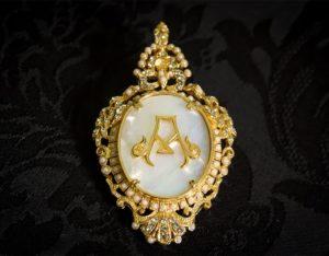 Colgante siglo XVIII broche ref. 3040 inicial A oro
