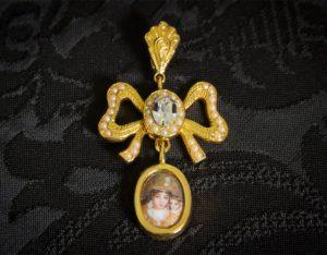 Colgante siglo XVIII medallón ref. 3049 vd oro