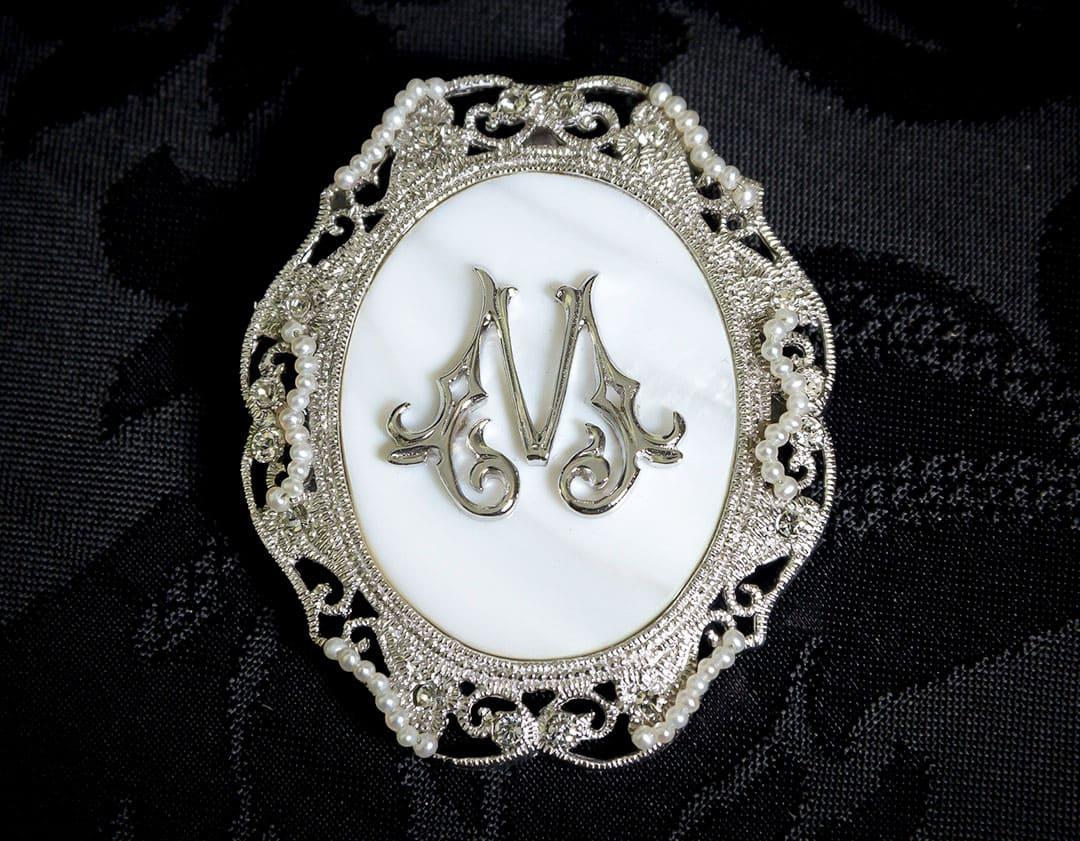 Colgante siglo XVIII medalla ref. 3062 inicial M rodio