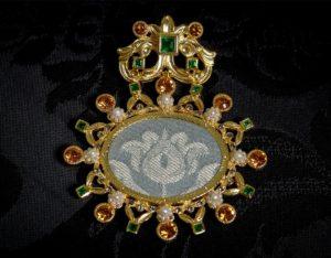 Colgante siglo XVIII relicario ref. 51 tela y oro