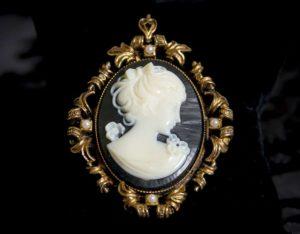 Colgante siglo XVIII de camafeo sintético ref. 52 negro