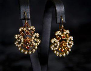 Pendientes con cierre de gancho en topacio y perla ref. 2210 bronce inglés