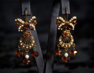 Pendientes con cierre de gancho en topacio y perla ref. 2216 bronce inglés