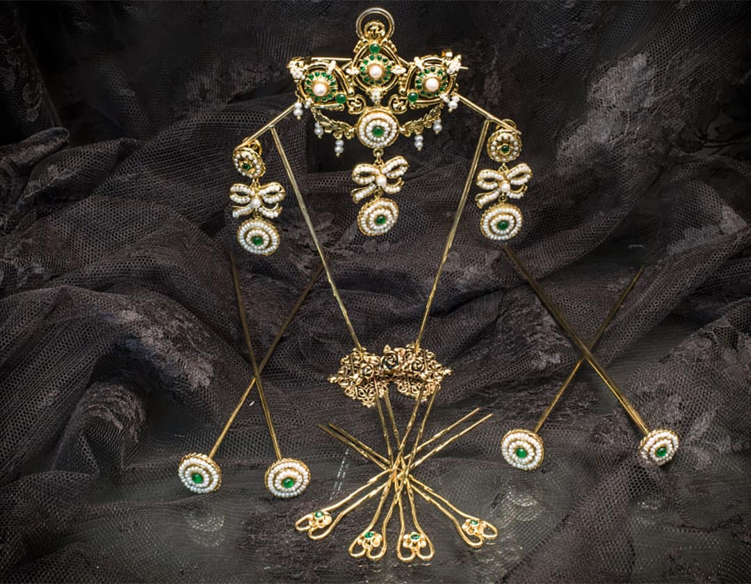 Aderezo del siglo XVIII en esmeralda y perla