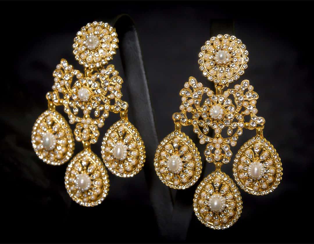 Aderezo del siglo XVIII en perla, cristal y oro