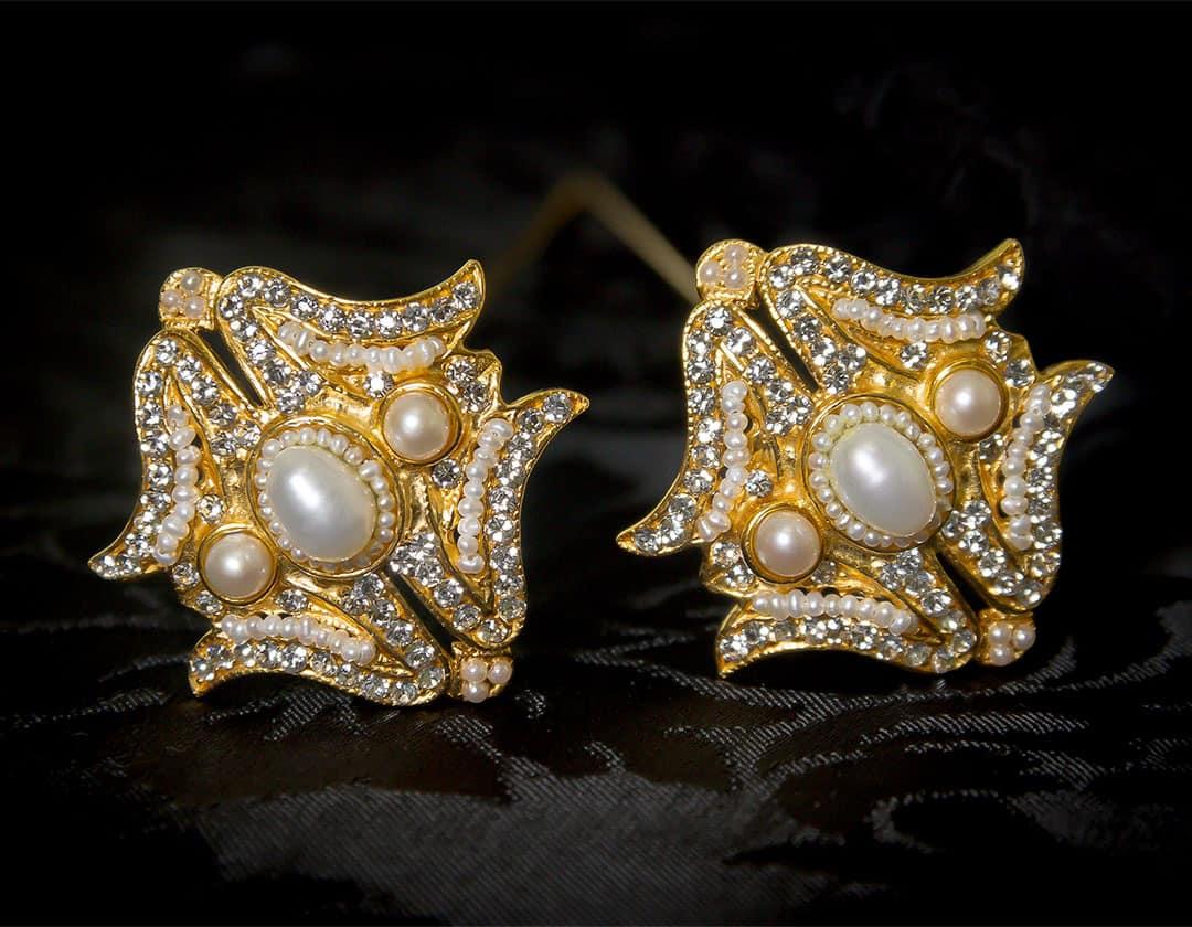 Aderezo del siglo XVIII de a uno perla cultivada