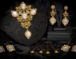 Aderezo del siglo XVIII en nácar, cristal y oro ref. m97