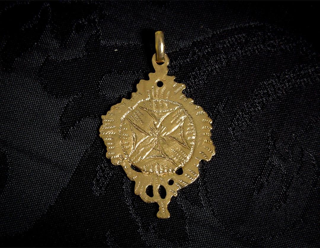 Escapulario del Papa Clemente XIII y la cruz malta ref. 64 oro