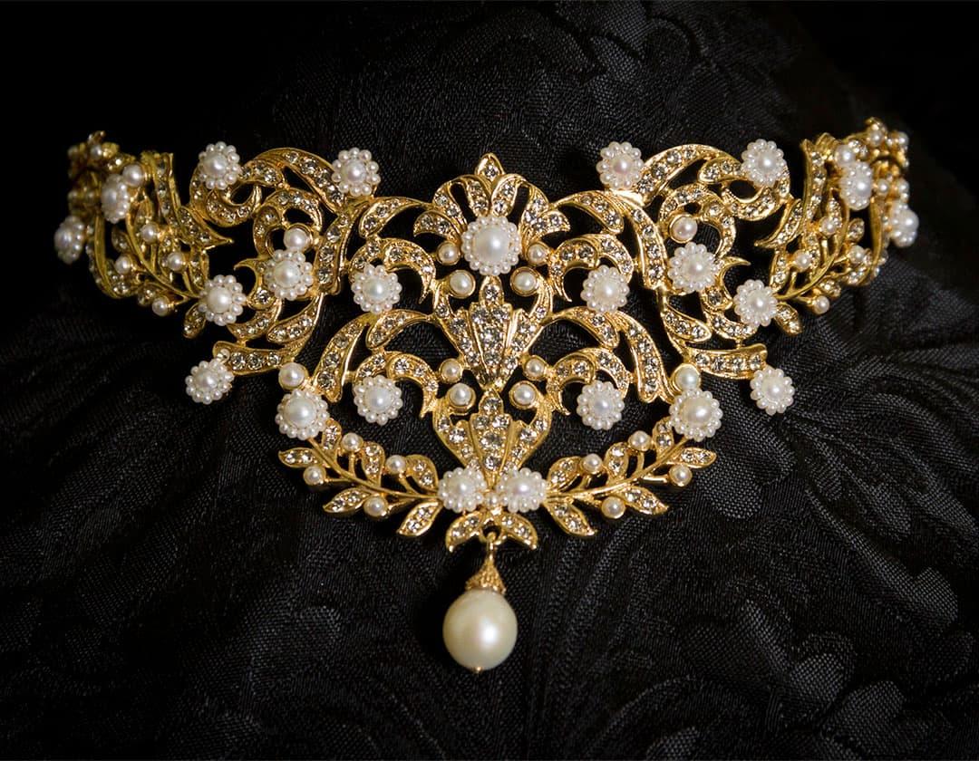 Ahorcador en perla cultivada, cristal y oro ref. 622