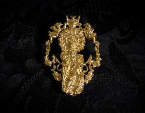 Broche de la Virgen de la Salud ref. 42 oro