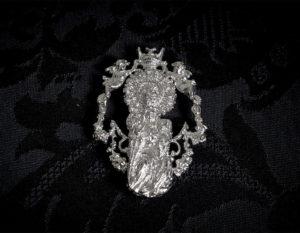 Broche de la Virgen de la Salud ref. 42 rodio