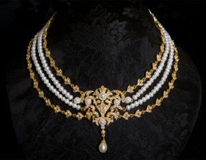 Collar de perla y metal con aplique en dorado ref. 991