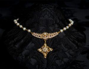Collar de perlitas con centro y cruz ref. 994 oro