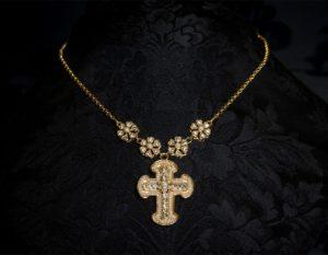 Collar de cadena con cruz en oro ref. 998