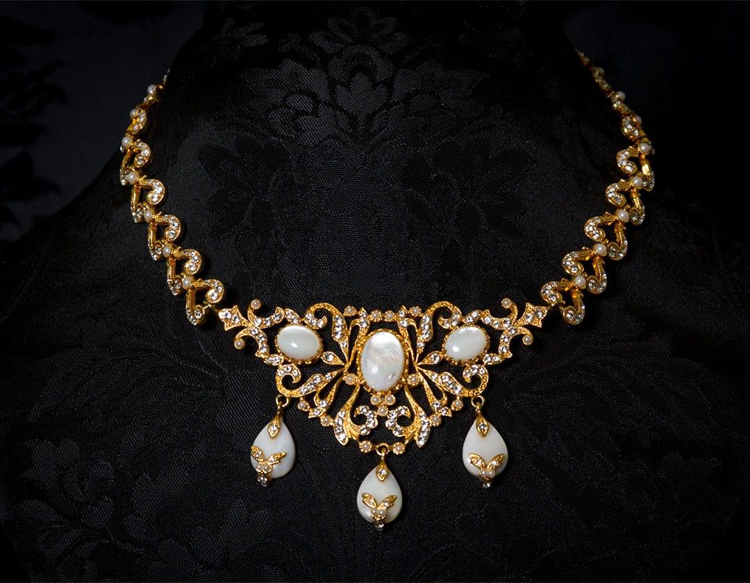 Gargantilla de nácar, cristal y perla en oro ref. 732