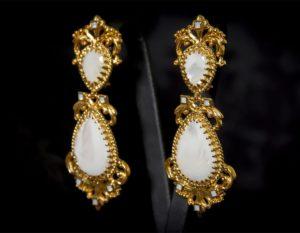 Pendientes de a uno en nácar y cristal dorados ref. 2233