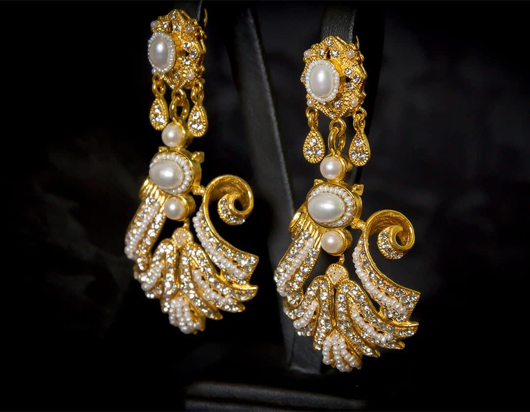 Pendientes de a uno en perla y cristal dorados ref. 2238