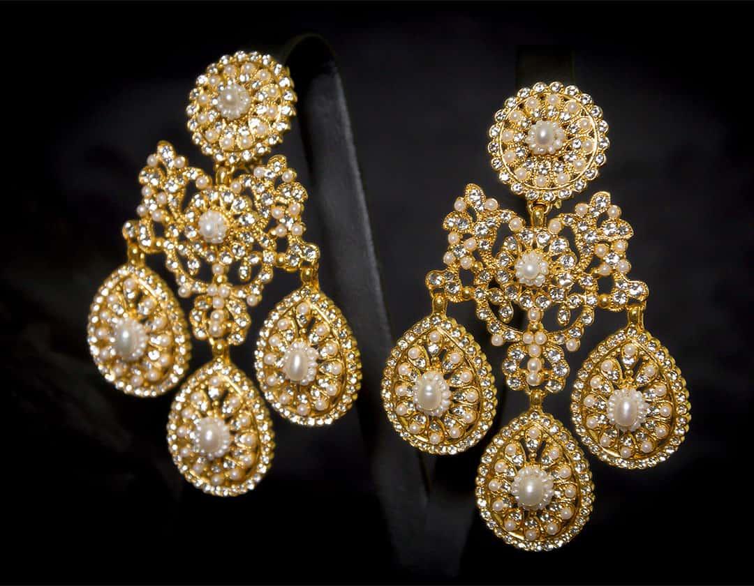 Pendientes girandolas en perla y cristal dorados ref. 2244