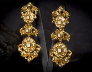 Pendientes de a uno en cristal dorados ref. 2248