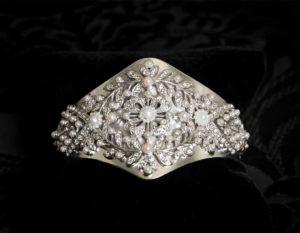 Pulsera de brazalete en cristal, perla y rodio ref. 817