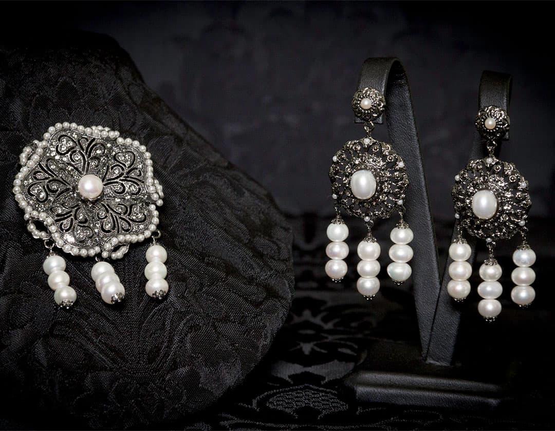 Pendientes y joia de la polca en perla y rutenio ref. M-114