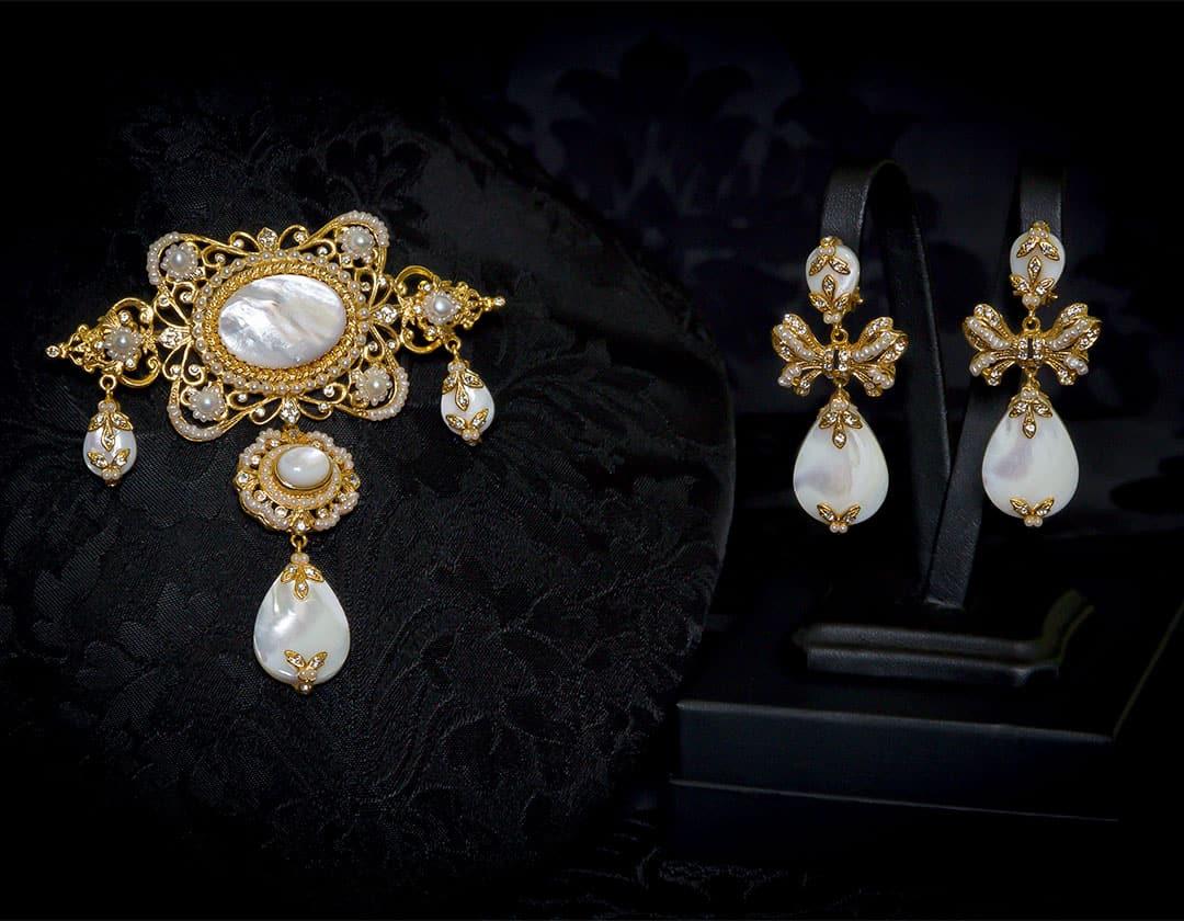 Pendientes y joia en nácar, perla, cristal y oro ref. m-124