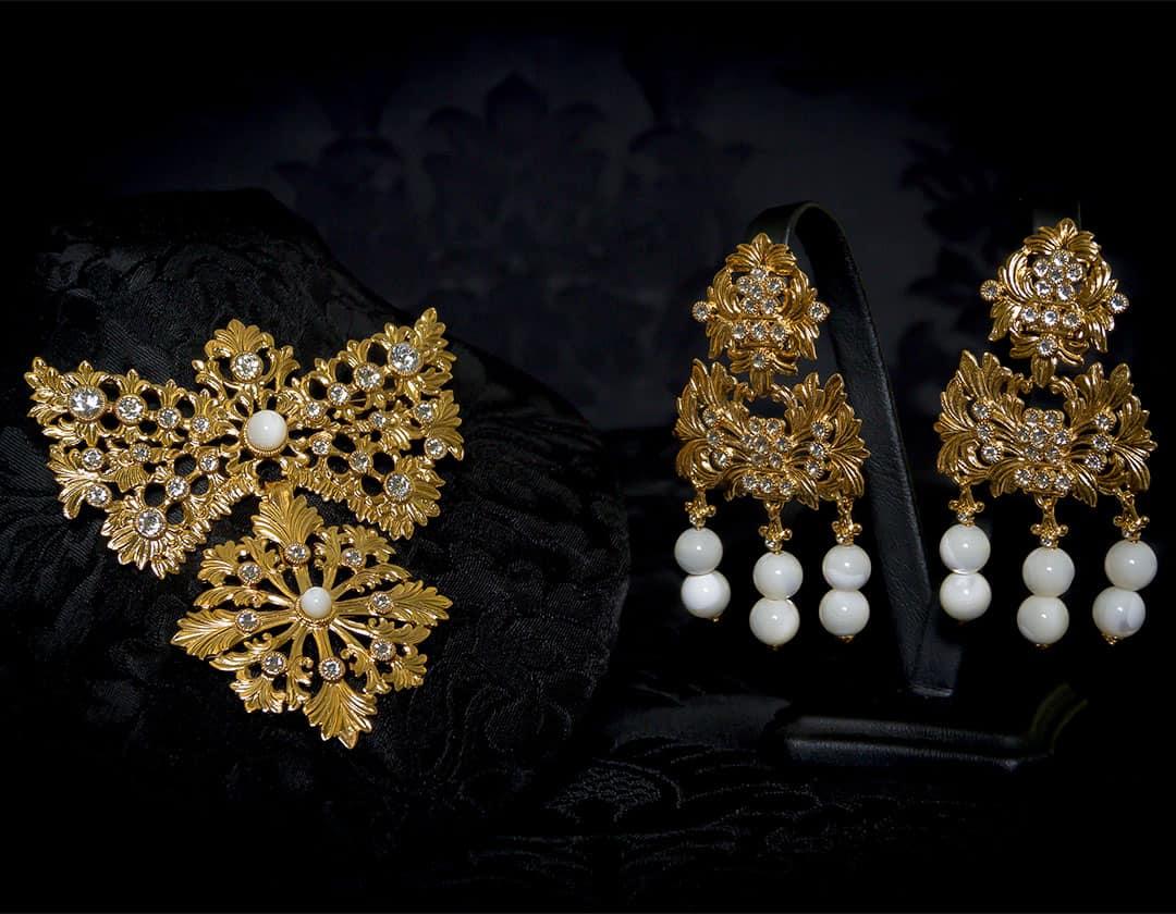 Pendientes y joia del barquillo en nácar y oro ref. m-144