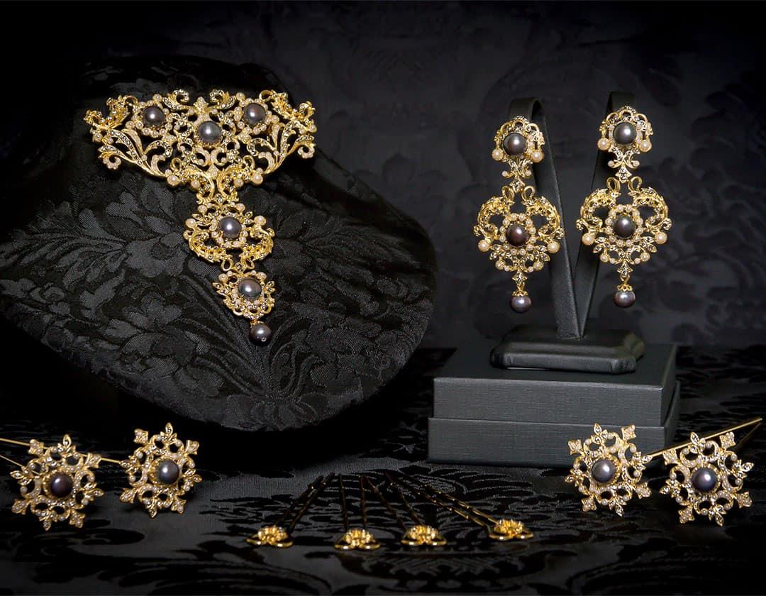 Aderezo del siglo XVIII en perla, cristal y oro ref. m178