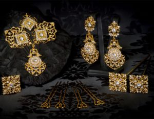 Aderezo del siglo XVIII modelo de a uno en cristal, perla y oro ref. r5018