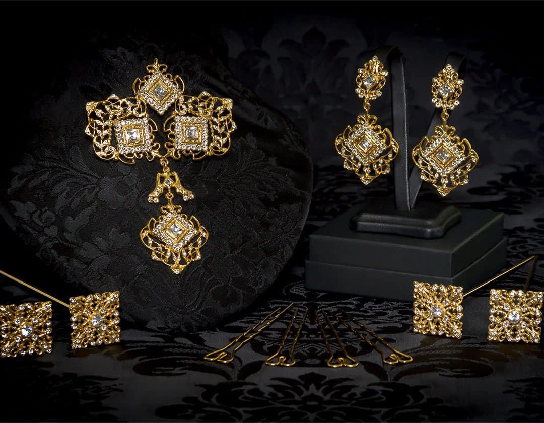 Aderezo del siglo XVIII modelo de a uno en cristal y oro ref. r5019