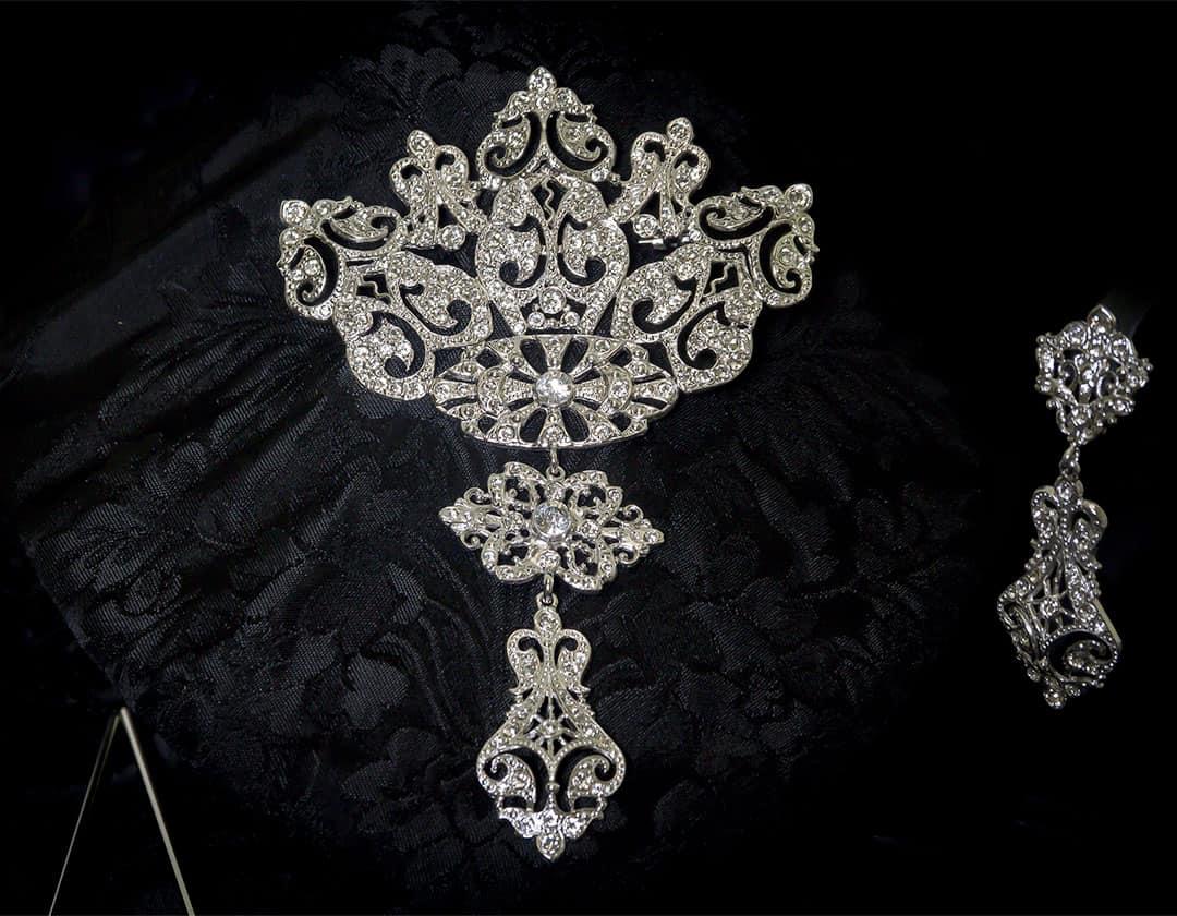 Aderezo del siglo XVIII modelo de a uno en cristal y rodio ref. r5020