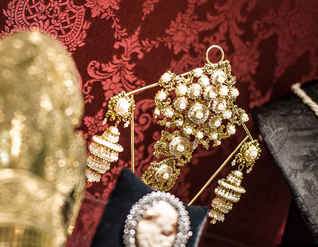 Aderezo del siglo XIX modelo del balcón en perla y oro ref. B-15