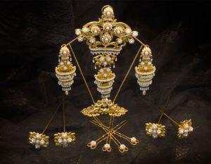 Aderezo del siglo XIX modelo del balcón en perla y oro ref. B-53