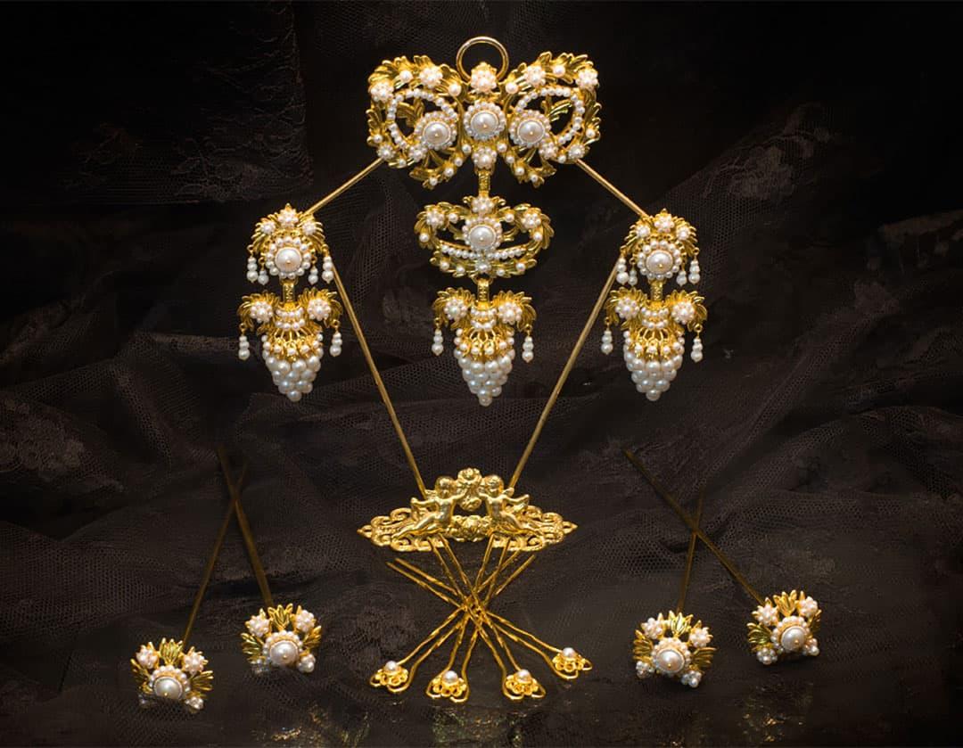Aderezo del siglo XIX modelo del racimo en perla y oro ref. C-11