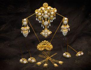 Aderezo del siglo XIX modelo del racimo en perla y oro ref. C-14