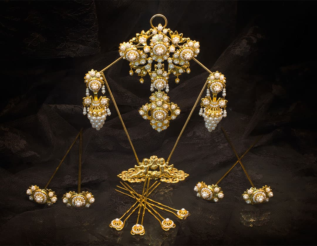 Aderezo del siglo XIX modelo del racimo en perla y oro ref. C-16
