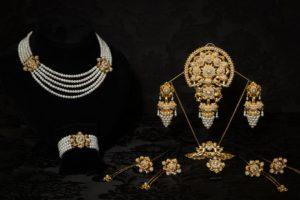 Aderezo del siglo XIX modelo del racimo en perla y oro ref. C-18