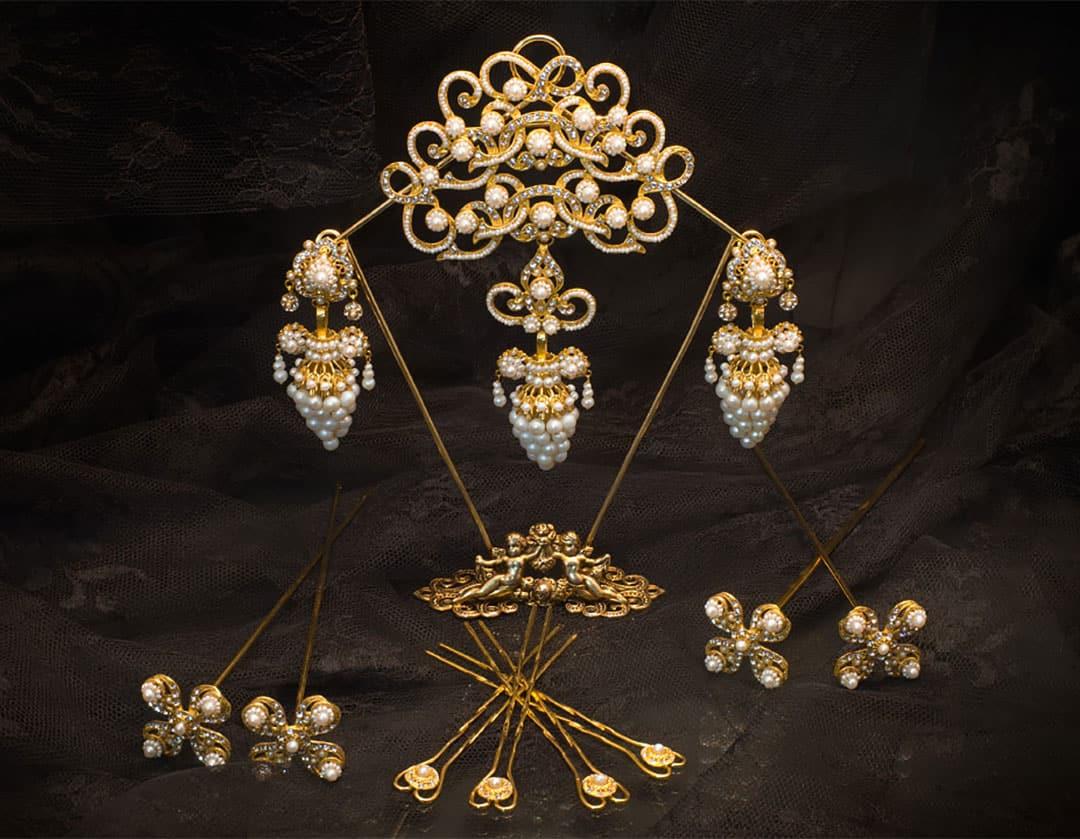 Aderezo del siglo XIX modelo del racimo en perla, cristal y oro ref. C-43