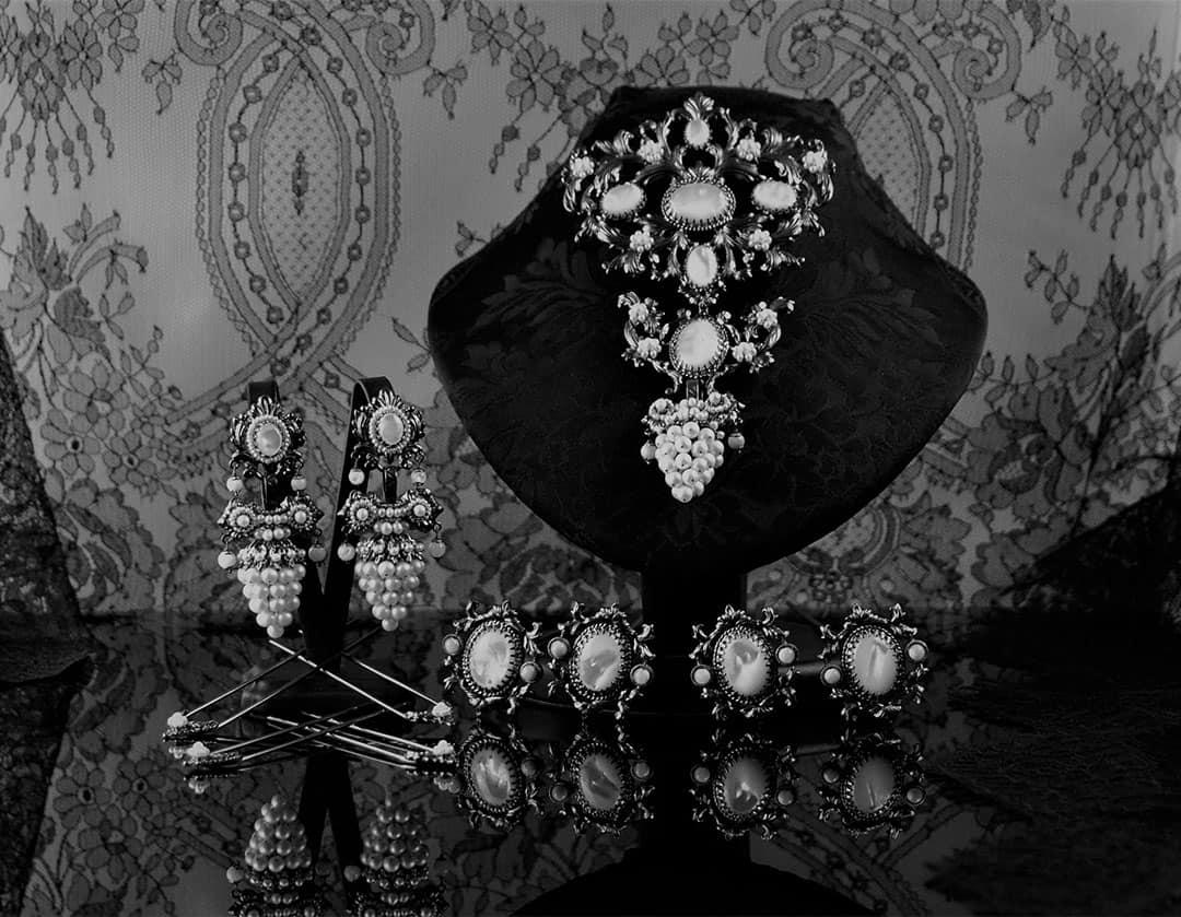 Aderezo del siglo XIX modelo del racimo en perla, nácar y rutenio ref. C-50