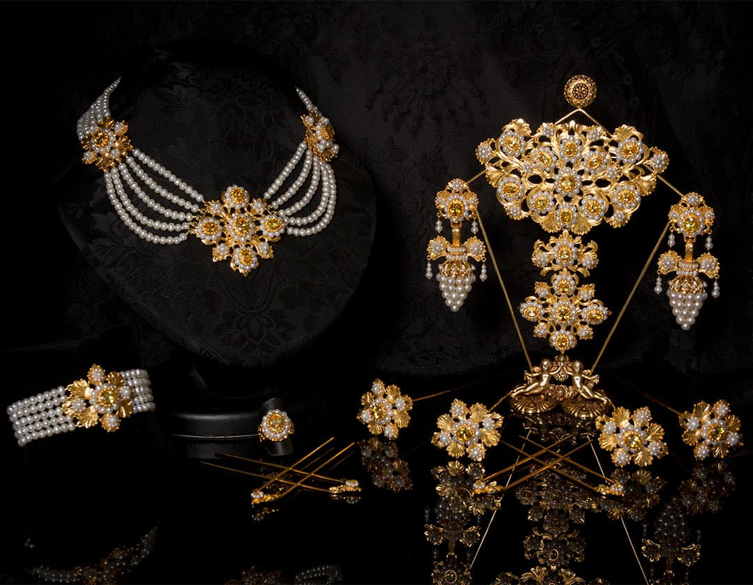 Aderezo del siglo XIX modelo del racimo en perla, topacio y oro ref. C-64