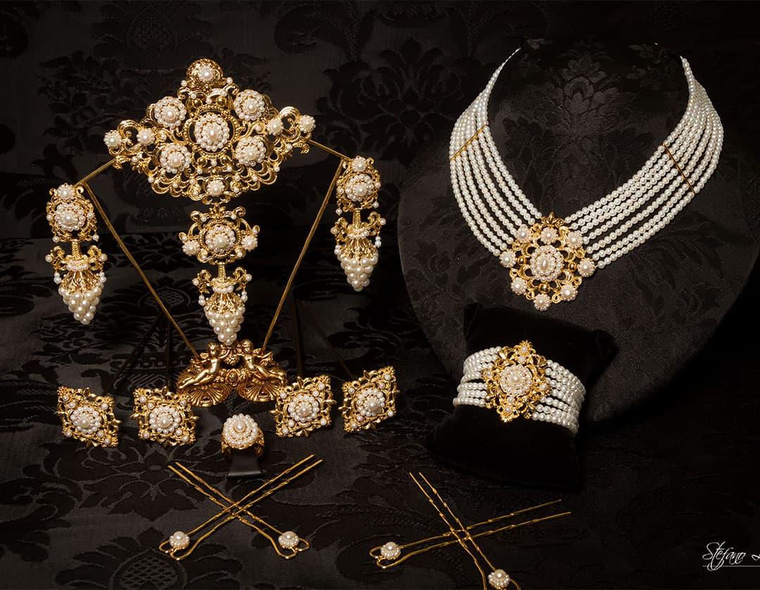 Aderezo del siglo XIX modelo del racimo en perla y oro ref. C-66