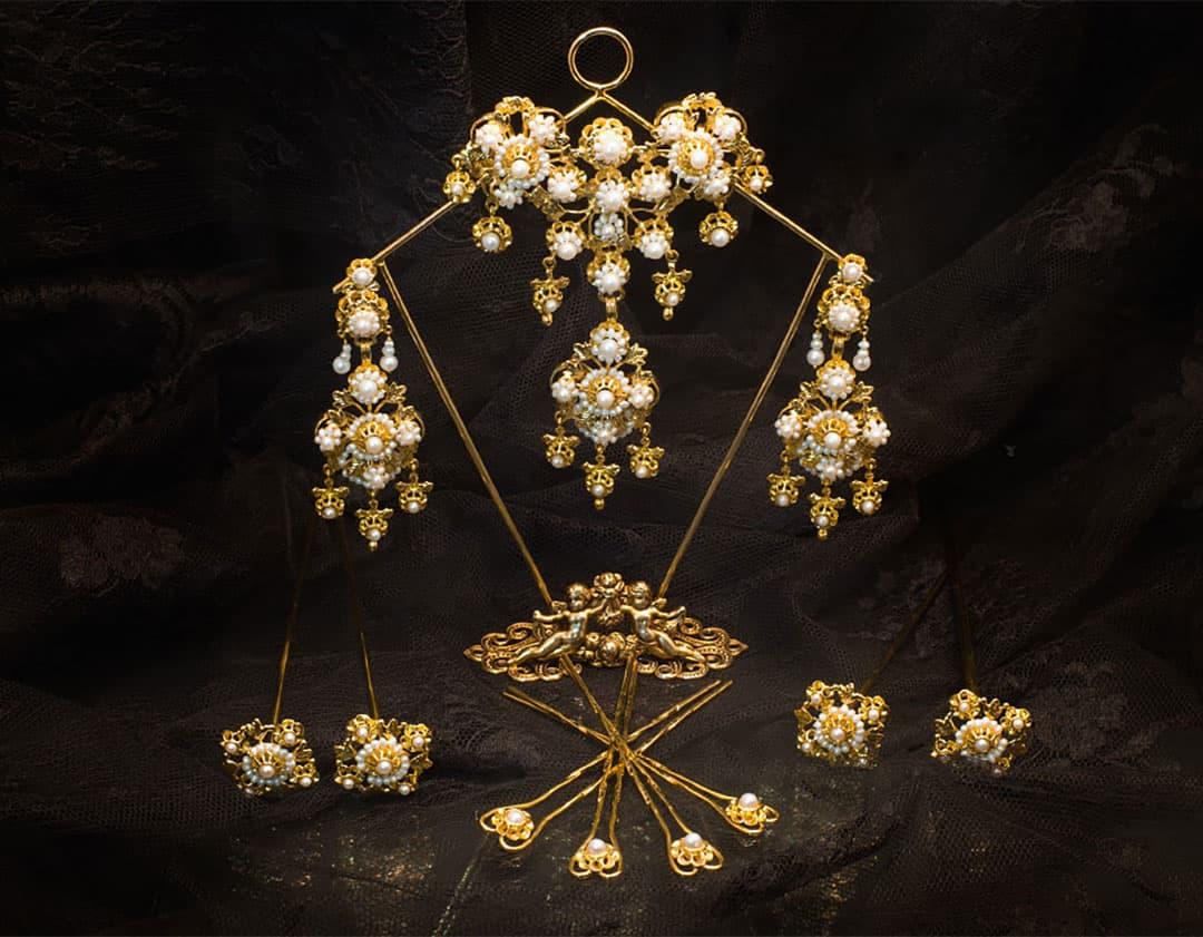 Aderezo del siglo XIX modelo de la virgen en perla y oro ref. D-11