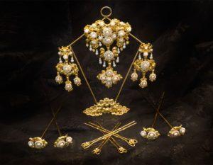 Aderezo del siglo XIX modelo de la virgen en perla y oro ref. D-12