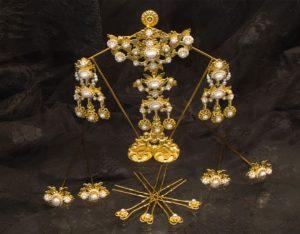 Aderezo del siglo XIX modelo de la virgen en perla y oro ref. D-26