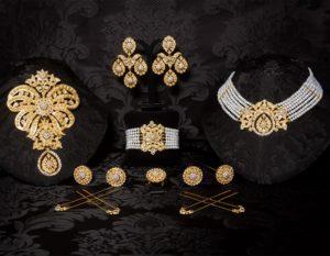 Aderezo del siglo XIX modelo de la virgen en perla, cristal y oro ref. D-45