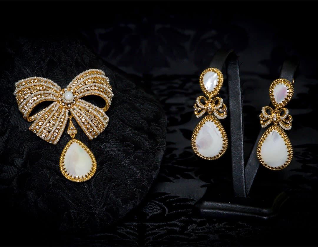Pendientes y joia en nácar, perla, cristal y oro ref. m-153
