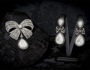 Pendientes y joia en nácar, perla, cristal y rutenio ref. m-153